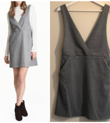 H&M siva haljina na bele strafte
