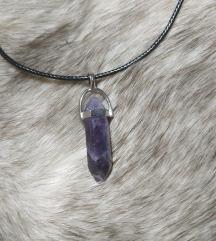 Ogrlica sa poludragim kamenom