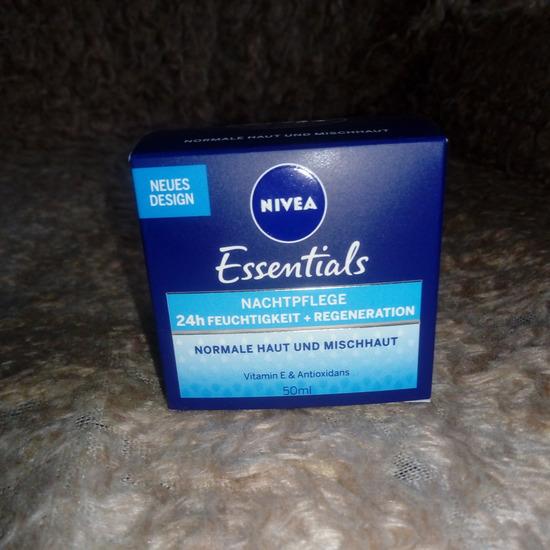 NIVEA Essentials nocna krema NOVO