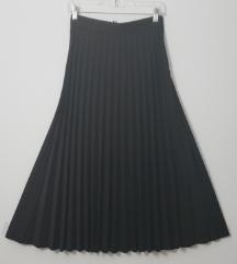Crna plisirana midi suknja