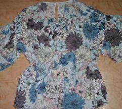 Katrin bluza cvetna sa karnerima na rukavima