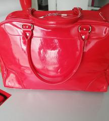 Velika, crvena lak torba