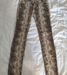 Nove pantalone sa printom