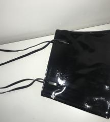 Lakovana torbica