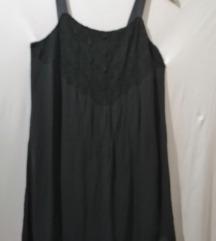 Bozanstvena crna haljinica vezena sitnim cirkonima