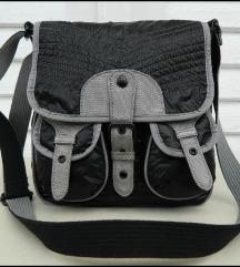 Prelepa Esprit torba kao nova