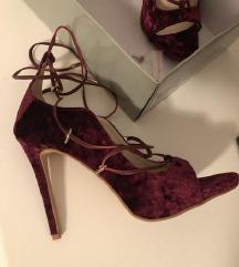 Claudia Donatelli i Andri cipele na stiklu