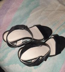 Crne sandale mala platforma 39