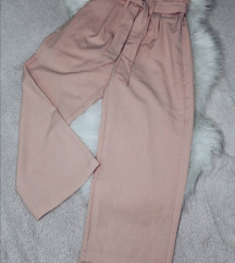 Nove Chicorée pantalone sa etiketom
