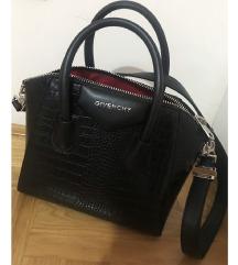 Givenchy crna torba. SNIZENA NA 4500!