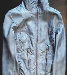 1 jakna, 2 dzempera za ukupno 1000 dinara