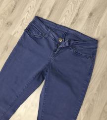 Plave pantalone kao nove