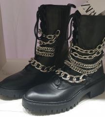 ZARA kozne cizme sa lancima sa etiketom
