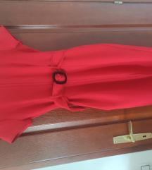 Crvena haljija preko kolena