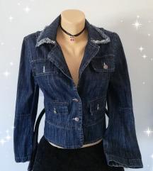 vintage prelepa jakna ima šire rukave