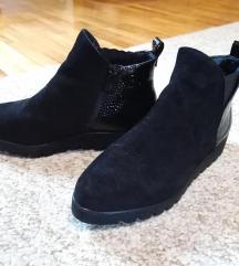 Crne poluduboke cipele