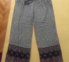 Nove pantalone Hollister