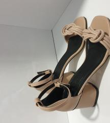 Sandale nude novo