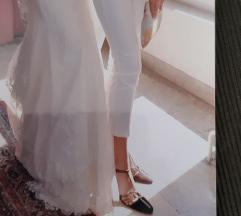 Elegantne pantalone 40 kao nove SNIZENO!!