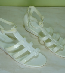Bele plasticne sandale 36-23cm