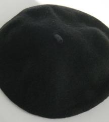 Klasična crna beretka!
