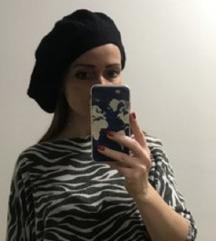 324. Prelepa crna pletena vunena beretka