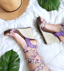 Emelie Strandberg cvetne sandale na platformu