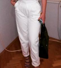 Bele duboke pantalone
