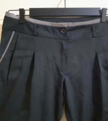Elegantne crne pantalone 42