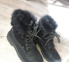 Opposite shoes čizmice