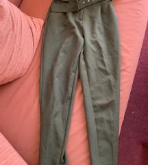 Koton maslinaste pantalone