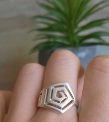 Nov srebrni prsten