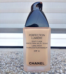 CHANEL Perfection Lumiere puder fluid