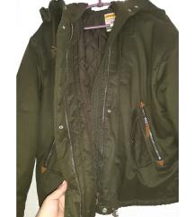 Zimska jakna, nosena vrlo kratko
