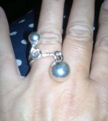 Srebrni neobican prsten sa bombicama-unakrsno