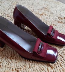 Zenske cipele boje vina