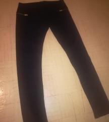 Crne pantalone-helanke sa zipovima