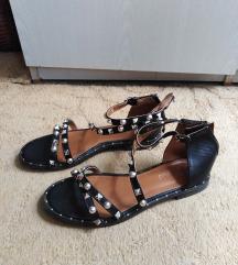 Crne sandale sa nitnama