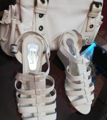 Bele sandale i bela torba