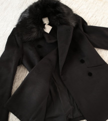 HM crni kaput sa krznom i dva reda dugmadi
