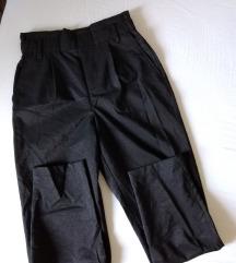 Crne svetlucave pantalone nove