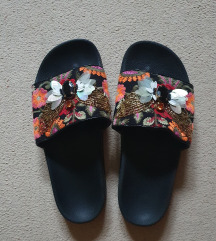 Stradivarius papuce