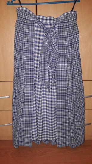 plava karirana suknja