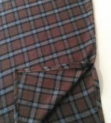 Dugacka vunena suknja sa slicom sa strane