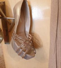 Sandale na visoku stiklu