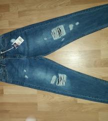 Nove MOM jeans sa etiketom S Snižene 1.500din.