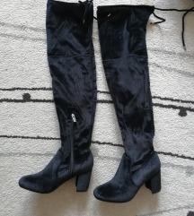 Crne čizme do kolena