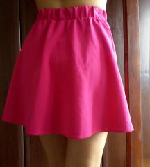 Strukirana roze suknja