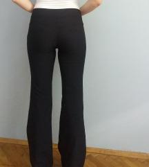 crne elegantne pantalone