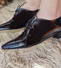 Lakovane crne cipele NOVO